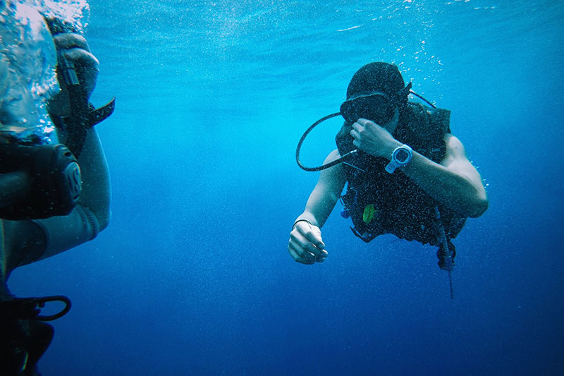scuba divers using the buddy system